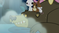 Harry trembling under Fluttershy and animals S6E15