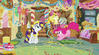 Pinkie Pie unsticks the Cake twins from the floor S7E19