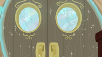 Ponies locked out of Sparkle family cabin S7E22
