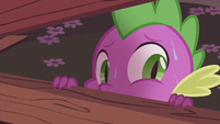 Spike looking through Carousel Boutique's window S5E25