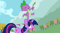 Spike on Twilight's head S01E13