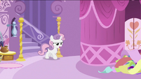 Sweetie Belle walking out the staircase S2E23