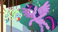 Twilight '-The yaks are going home!- S5E11