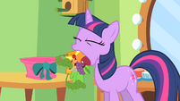 Twilight is hungry, and also keeping a secret S1E20