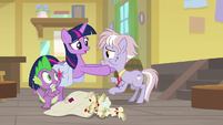 Twilight pushing Dusty Pages away S9E5