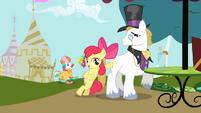 Apple Bloom and Snobby Stallion S2E17