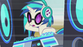 DJ Pon-3 sees something approaching S5E9.png