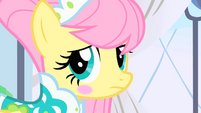 Fluttershy looks to her side S1E20