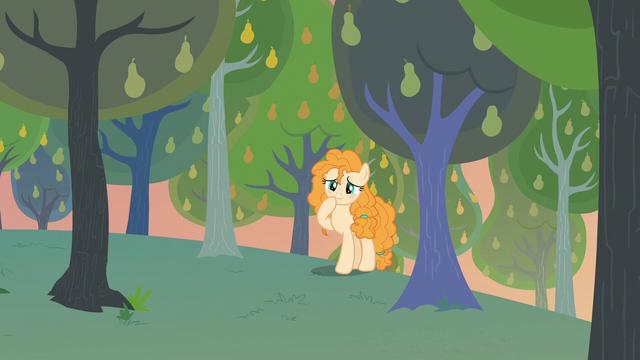 File:Pear Butter finding a cute scene S7E13.png