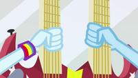 Rainbow Dash and Trixie grab guitar EG2