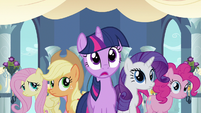 Rarity & Twilight witness love S2E26