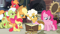 The Apples and Goldie sees Pinkie disappointed S4E09