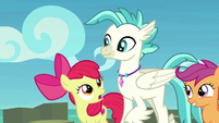 Apple Bloom talking to Terramar S8E6