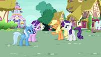 Applejack Changeling --Pinkie Pie always acts strange-- S6E25