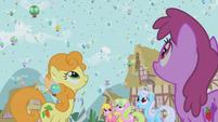 Ponies marvel at the parasprites S1E10