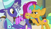 Star Bright giving his bits to Ships S9E6