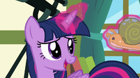 Twilight levitating Flurry Heart's Whammy toy S7E3