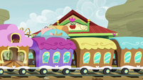 Friendship Express arrives at Appleloosa S9E22