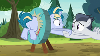 Rumble helps Skeedaddle out of the targetboard S7E21