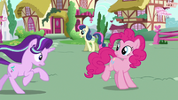 Starlight Glimmer catches up with Pinkie S6E25