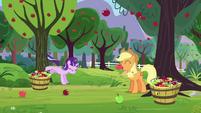 Starlight bucks apple tree; apples fall down S5E26