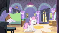 Sweetie Belle bolting out of bed S4E19