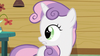 Sweetie Belle looking behind her S2E23