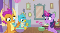 Twilight having lunch with Gallus and Smolder MLPS4