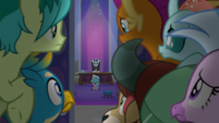 Young Six spy on Neighsay and Cozy S8E25