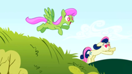 266px-The ponies run towards Smarty Pants S2E03