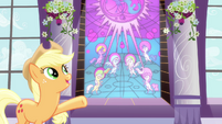 Applejack pointing at stained glass art S4E1