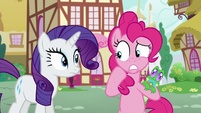 Pinkie puts Gummy behind her worried S5E19
