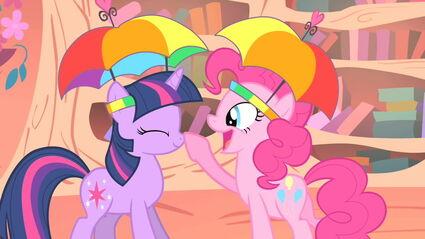 Pinkie tocando o focinho de Twilight T1E15