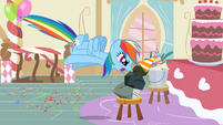 Rainbow Dash antagonized by Rocky S1E25