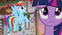 Rainbow Dash sees something above S8E16