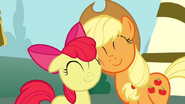 S02E23 Apple Bloom i Applejack pogodzone