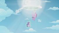 S05E25 Twilight i Spike wciągnięci przez portal