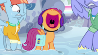 Scootaloo squealing between Bow and Windy S7E7