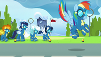 The Wonderbolts finish their performance S7E7
