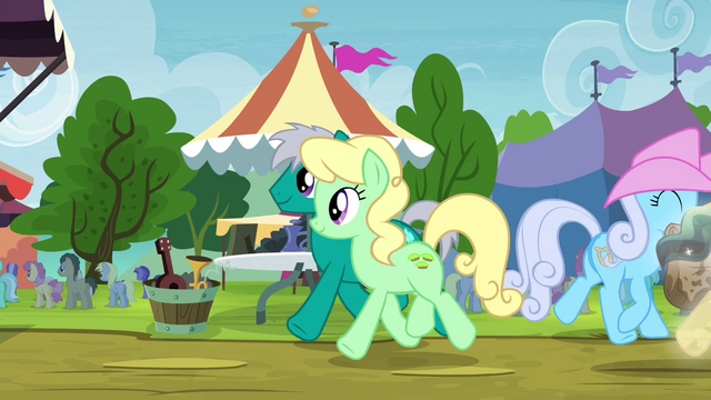 File:Apple Honey in line for oat burgers S4E22.png