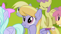 Cloud Kicker listens to Rainbow Dash S02E22