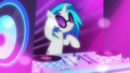 DJ Pon-3 dropping the beat S6E9.png