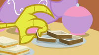 Discord picks up sandwich crusts S7E12