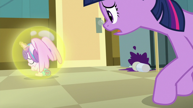 File:Flurry Heart floats away from Twilight Sparkle S7E3.png