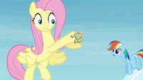 Fluttershy loses hold of the horseshoe S4E10