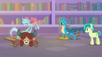 Ocellus pushing down on Yona S8E22