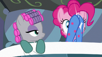 Pinkie Pie clapping the lights off S7E4
