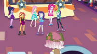 Rarity and friends confronting Vignette EGROF