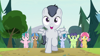 Rumble sings with campers following him S7E21