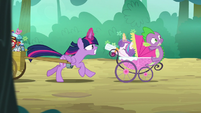 Twilight Sparkle dashes for the hospital S7E3